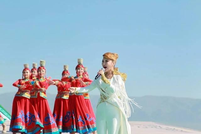 """耳熟能详的《青春舞曲》节奏强烈,欢快动听,演唱者是有""""蒙古族之图片"""