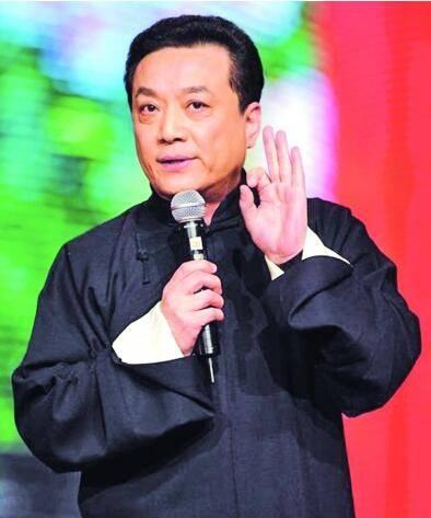相声演员王平 传播快乐,劳累致死,墓地红黑相间,绿树作陪 娱乐频道