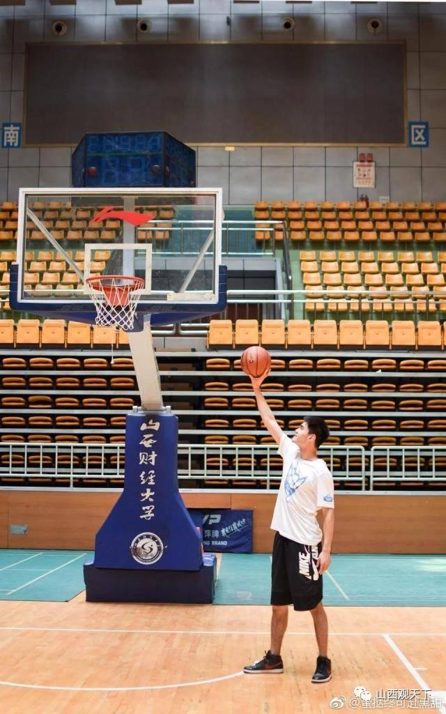 岚县球场上篮板下的少年,我们不说再见,热血永驻青春.