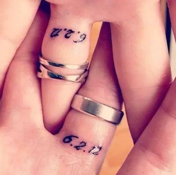4,情侣纹身 这种小符号的趣味纹身很适合年轻活泼的小情侣们,追求图片