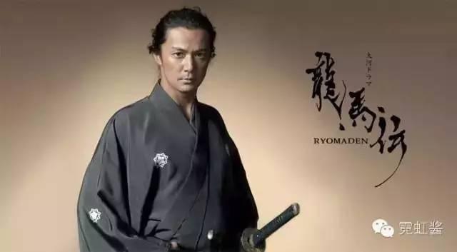 明治时期,日本政府颁布断发令,明治天皇身先士卒剪了头发后,新发式图片