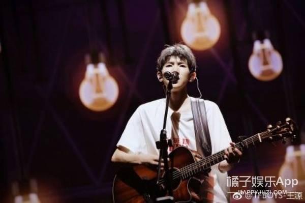 王俊凯蓝发,易烊千玺solo,王源弹吉他