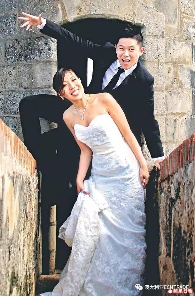 2011年,欧阳靖与相恋多年的女友
