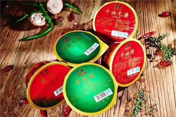 以火锅底料为例, 巴奴毛肚火锅重庆底料加工厂日均生产牛油辣, 青椒