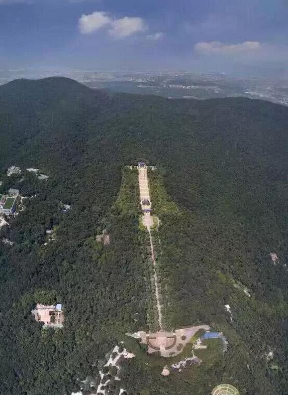 为什么中山陵建筑群设计成一口钟呢?这还得从1925年说起.图片