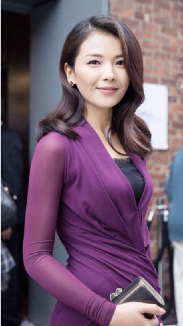 刘涛:气质很适合穿紫色,配上简单的黑色内搭,显得高贵优雅.