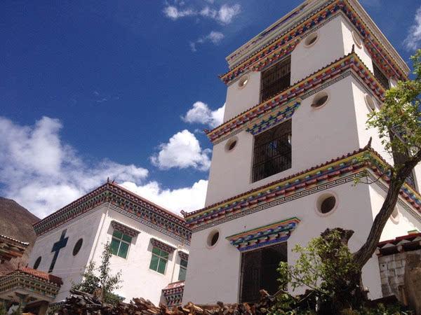 藏式的天主教堂独此一家图片