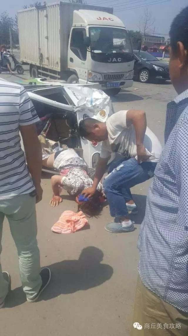 商丘平原路与宜兴路口发生车祸,一女子受伤严重!