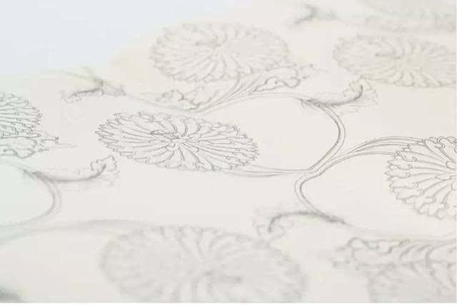 笔记本扉页的图案和封面的花纹一致.图片