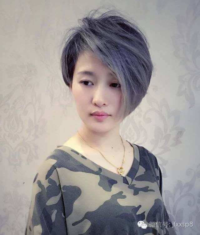今年流行的不对称发型是充满动感的个性发型,有不对称短发,不对称图片