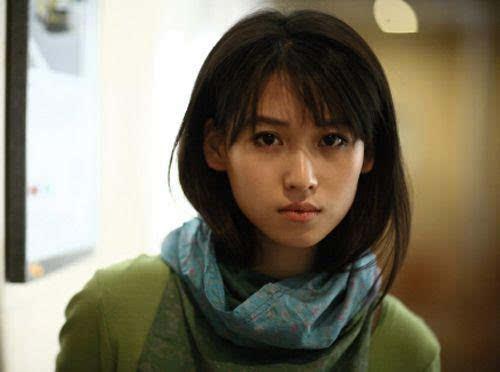 19岁的她的照片,看起来好清纯可爱,著名的青春实力派演员.