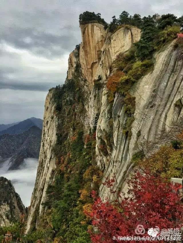 秋天里的华山温度适中 是登山拍摄的最佳季节图片