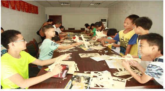 此次活动让小学生的暑假生活变得丰富多彩,为孩子们在生活休息先下之图片