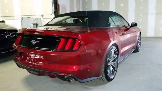 2017款福特野马2.3t红色敞篷版现车多少钱