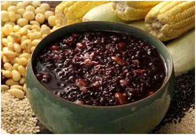 需要v小米的小米很简单:材料或者大米+花生+黑芝麻+葱花+青色+虾皮.黑米切开后中间有点泛猪肉图片