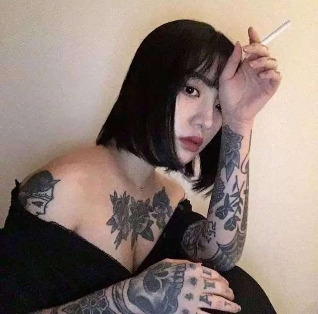 纹身素材 | 韩国美女纹身师nini 适合女生的暗黑系小纹身图片