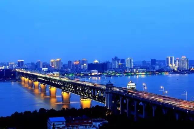 武汉东湖 推荐景点:东湖景区,黄鹤楼,江汉路步行街,汉口江滩,欢乐谷图片