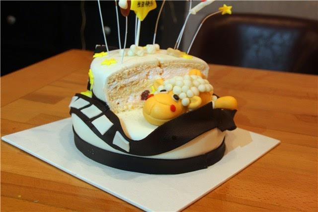 生日蛋糕有辣么多,我却偏爱翻糖大魔王一个图片