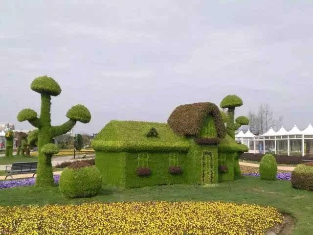 立体景观雕塑群,每一个造型都是由上万朵花,数十位顶级园艺大师,经过图片