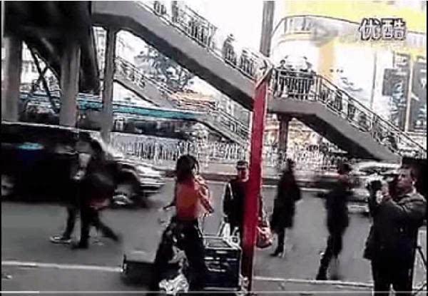 广州街头流浪歌手阿龙是真唱还是假唱图片