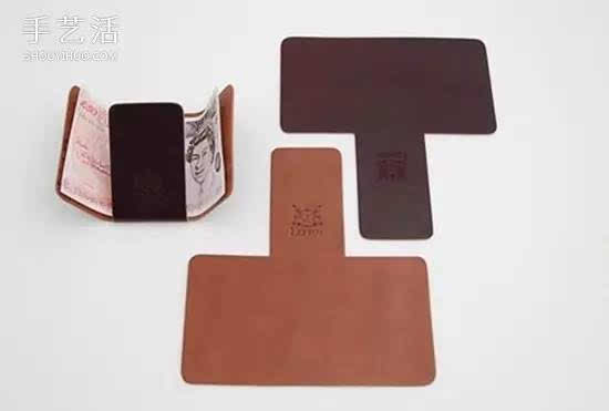 简约可折叠钱包的制作方法,只要一块皮革,剪成一个T字形就完成了,任谁都可以来做一个!  把皮革剪成上图的样子,边角处理出弧度。  怎么用?把钱先这样放上。  把下面的皮革折上去。  横向的皮革向中间折,一个简约的皮革钱包DIY完成。  内容来源于:手工活网,版权属于原作者。 关于养儿育儿奶粉辅食尿裤童装搭配等的一切都在这里了,千万宝妈的育儿小助手 奶粉关注,去伪存真,告诉你一个真实的奶粉 纸尿裤百科全书,这里有宝爸宝妈知道的,也有你们不知道的 幼教观察,帮你走出幼儿教育过程中的那些坑