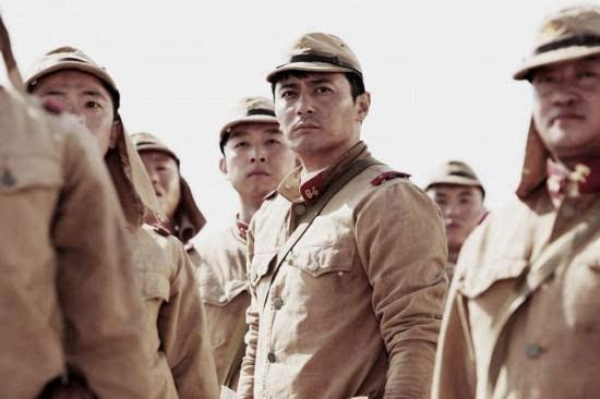 求一部电影 讲的二战时候一群战俘从战俘营逃出,并劫持了纳粹的一