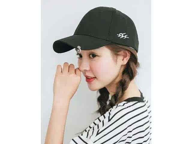 诗丹凯萨:长发女生怎么戴帽子?教你做街头girl图片