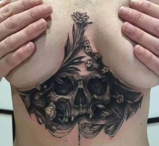 摇滚乐手,或是喜欢庞克风打扮的人绝对不能错过骷髅图案纹身.