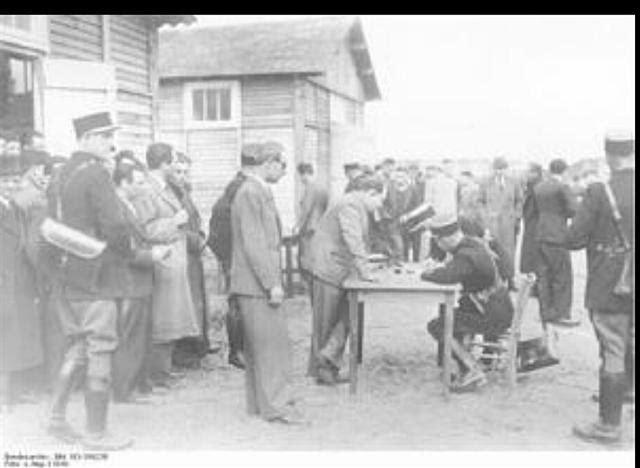 8月23日,希特勒把这一重大使命交给肖尔铁茨,要他把巴黎当作一个被