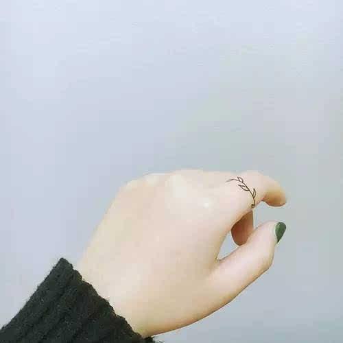 主团2:◆【wosogood】 藤蔓戒指 *2韩国小清新防水 情侣款 纹身贴