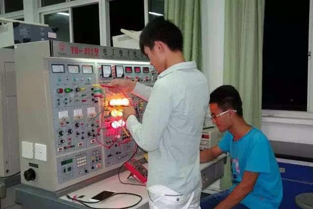 主要课程:电路分析,模拟电子技术,数字电子技术,电子电路设计,matlab