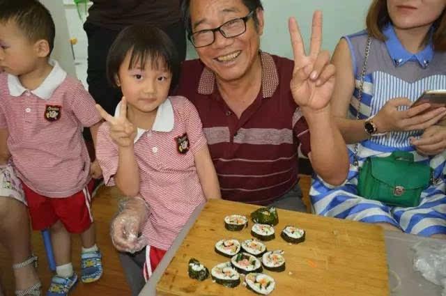 """分享自制美食 体验动手乐趣 学期末,老师也收到了家长送给我们的""""奖状"""