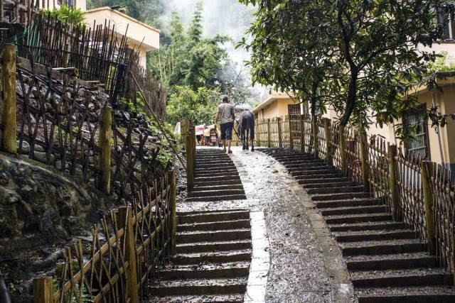 """一到暑假,我就只想和你去长坪蒙山""""水韵技法""""服装创新瑶寨图片"""