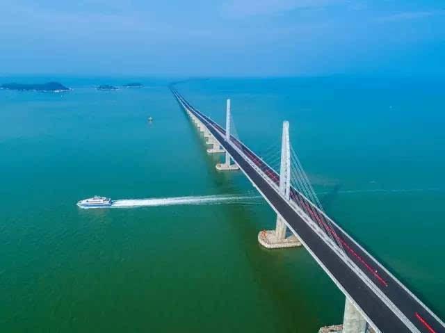目的超级工程 港珠澳大桥 全线贯通 将建550个充电桩