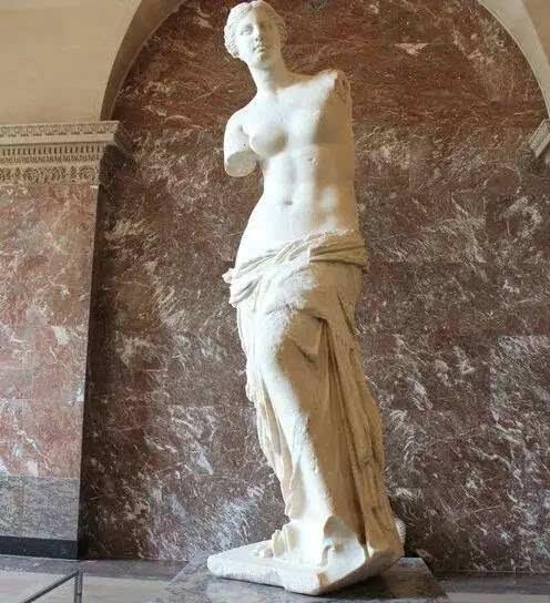 维纳斯是谁?为何断了臂,还称她是爱与美的女神?
