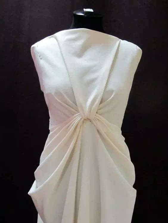 何为立体裁剪?—— 白坯布的立体造型!图片