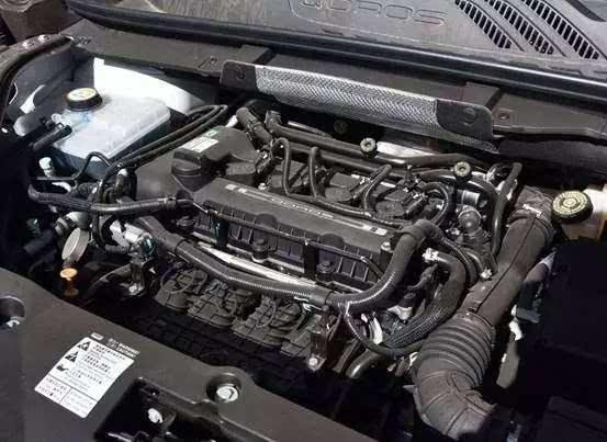 为什么本田家的发动机舱如痴凌乱不堪?其实不然.图片