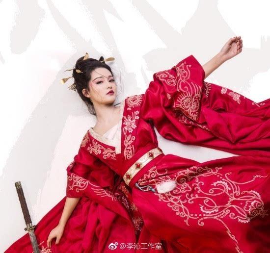 《楚乔传》李沁演技获好评 黑化后红衣妖艳 李沁童年照曝光从小就是