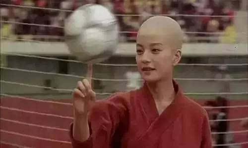 赵薇在《功夫足球》中的光头造型.图片