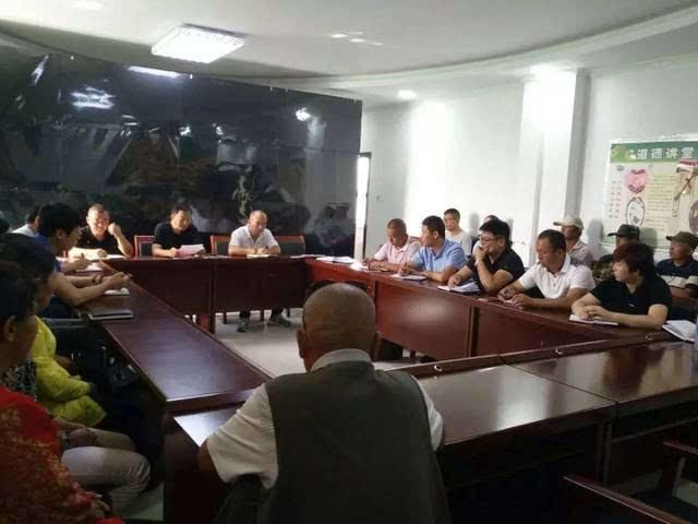 会上,刘双河首先宣读《关于为乌鲁木齐市见义勇为基金会募捐的倡议书