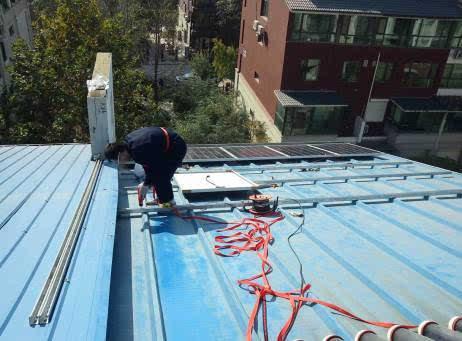 3,彩钢屋顶荷载 一般情况下钢结构厂房上面装光伏发电设备每平米会