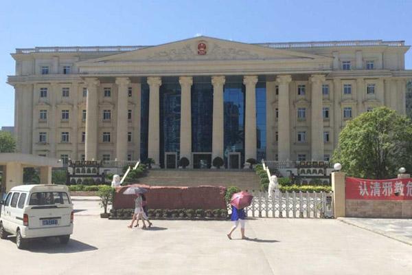 记者:阆中法院扬威耀武上头条  全国谴责声中紧急撤报道