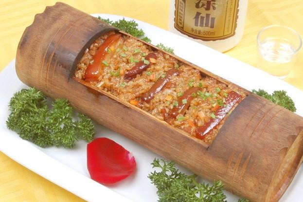 美食 正文  竹筒饭是傣族食品,是具有深厚文化底蕴的绿色食品和生态