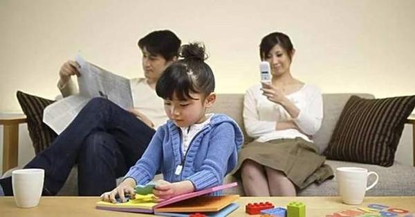 浙江小学生写伤心日记:给妈讲故事、捶背、洗脚,可是她只看着手机……