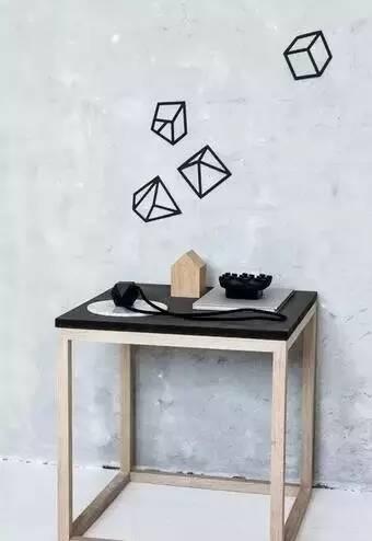 线条拼凑成几何形状,空余的白墙有了着落,而所需要的可能只是几卷胶带图片