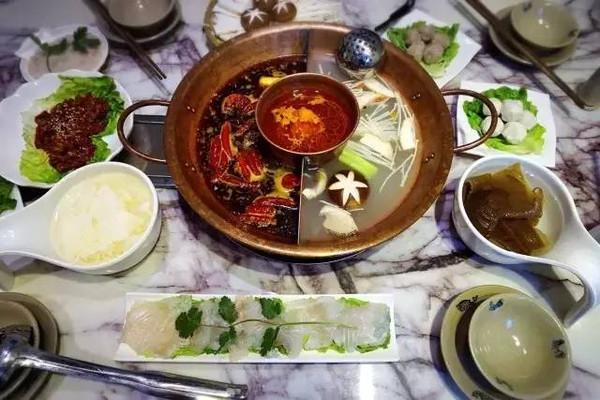 在《舌尖上的中国》大火一把的重庆晓宇火锅开到了长沙,店内环境较好图片