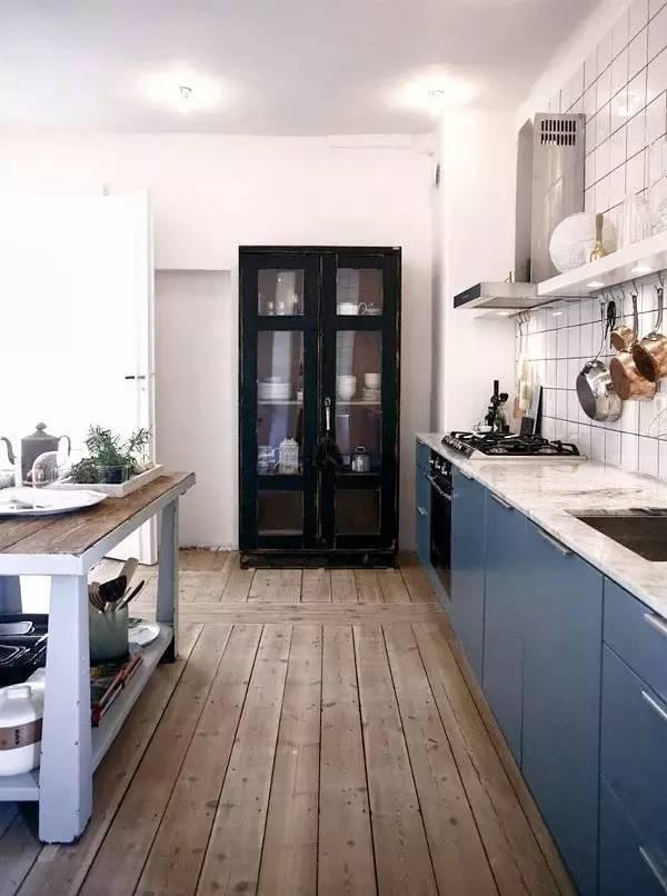 北欧风厨房的材料主角也是木材图片