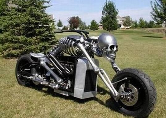 世界上最长的踏板摩托车-世界摩托之最 时速600KM 高9米 重5吨图片