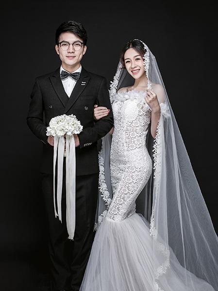 知道深圳哪有婚纱摄影招助理的吗,还包吃住的那种.