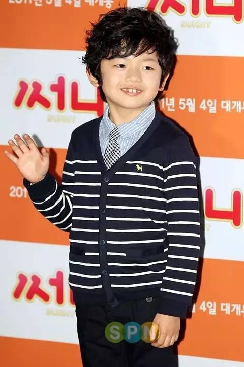 呆萌的样子很是可爱,长大之后也曾经出演过几部韩国